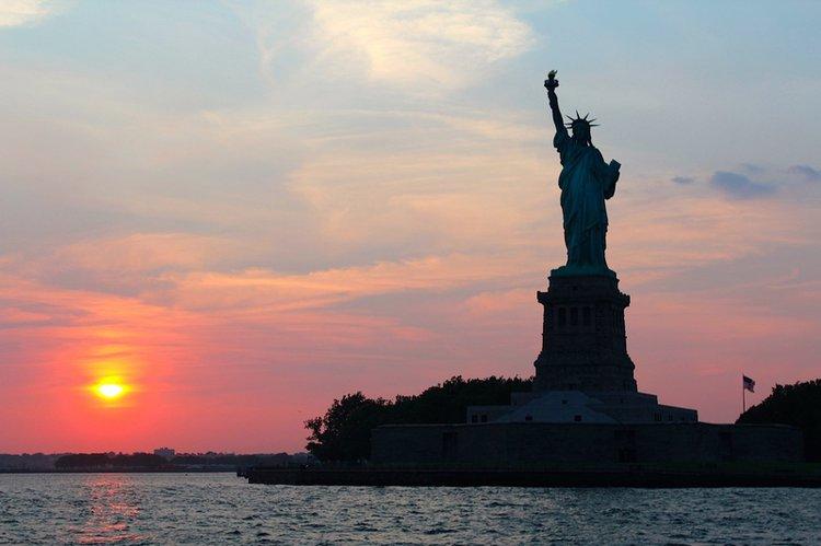 Manhattan-sunset-cruise-sailing-nyc