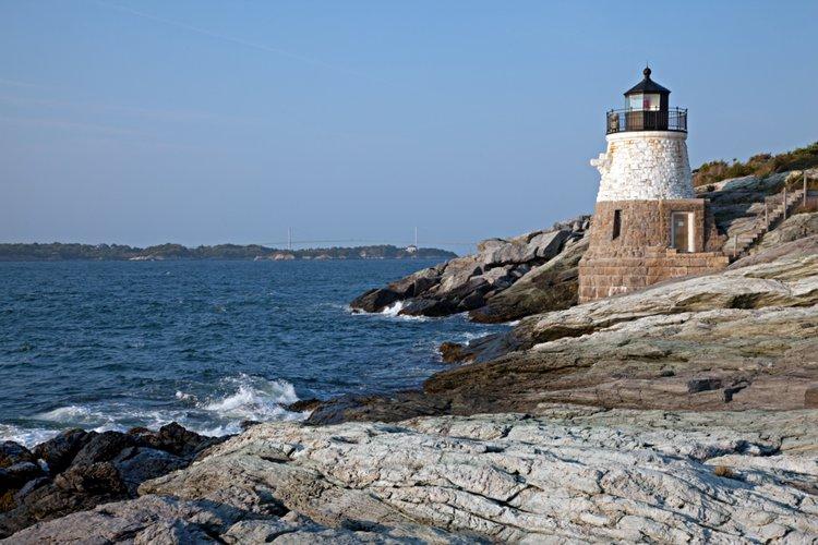 sailo-boat-charter-newport-ri-narragansett-bay-lighthouse
