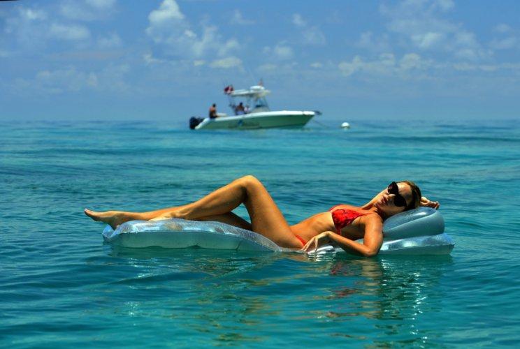 usvi-virgin-islands-boat-rental-sailo-trunk-beach