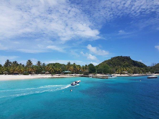 caribbean-sailing-vacations-grenadines-boat-rental-yacht-charter-sailo