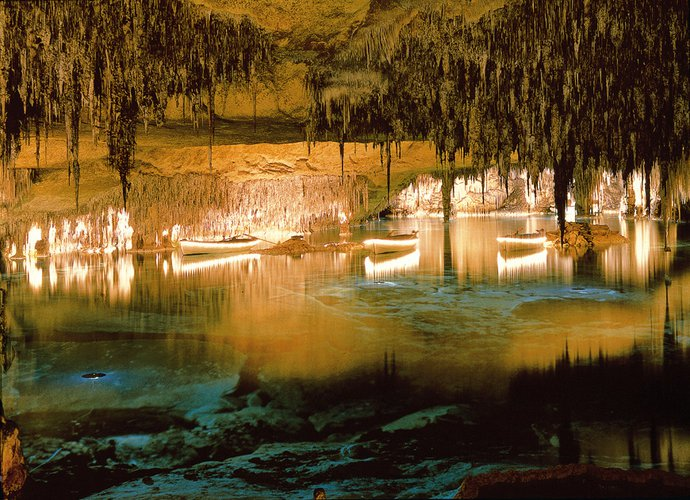 sailing-mallorca-yacht-charter-sailo-caves-drach