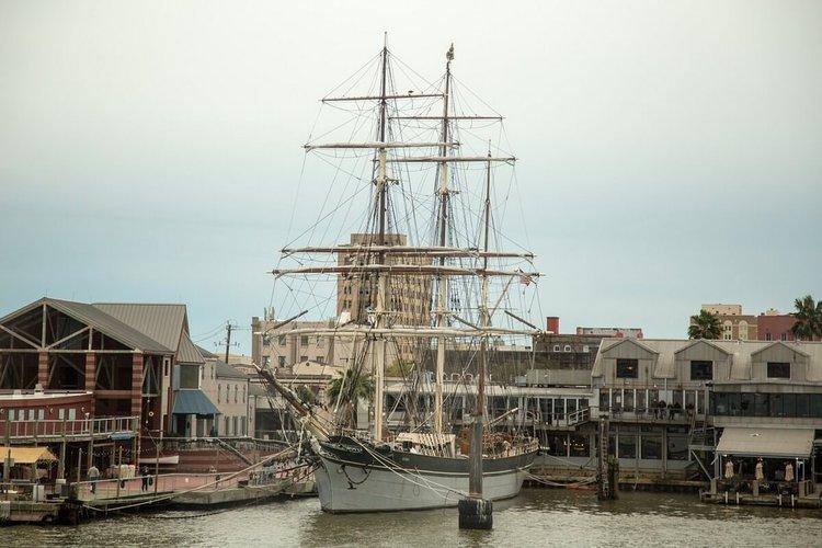 galveston-sailing-pier-21-sightseeing-tour-sailo-charter-boats