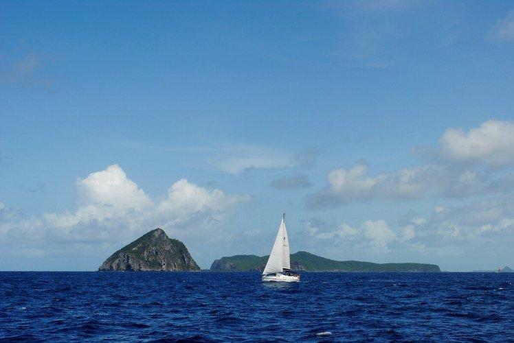 grenada-yacht-charter-sailo-petite-martinique