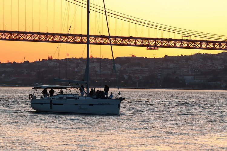 lisbon-by-boat-rental-sailo-yacht-charter-portugal-tagus-river