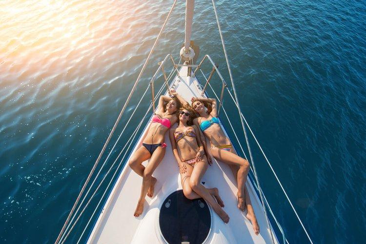 party-boat-rental-miami-bachelorette-sailo