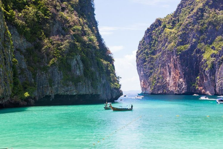 private-phuket-boat-charter-phi-phi-islands-thailand