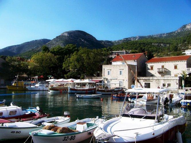 rent-boat-split-croatia-attractions-yacht-charter-sailo-brac-island