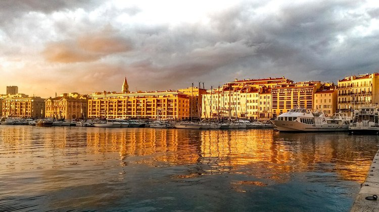sailboat-charter-French-Riviera-marseille-sunset