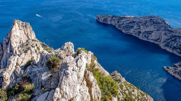 sailboat-charter-French Riviera-calanques