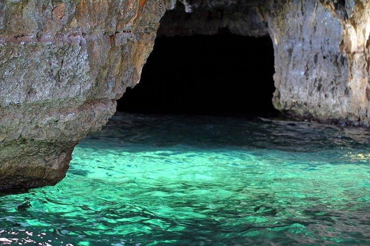 sailing-dubrovnik-sailo-yacht-rental-green-cave