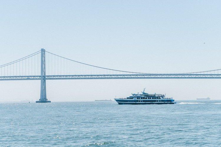 sailing-san-francisco-california-yacht-rentals-sailo-party-harbor-cruise