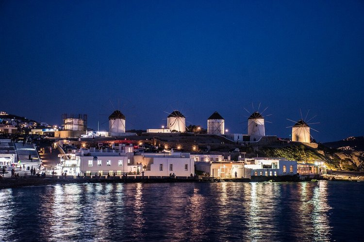 sailing-the-greek-islands-yacht-charter-mykonos-sailo