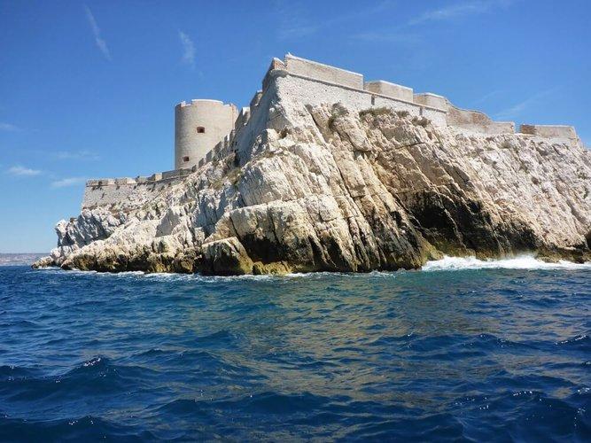 yacht-charter-Marseille-frioul-islands