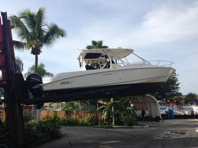 Boston Whaler's 32.0 feet in Deerfield Beach