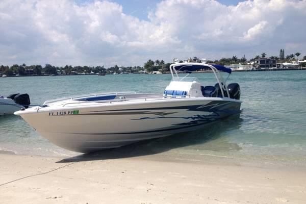 Relax and enjoy a beautiful day on the Miami waters with us