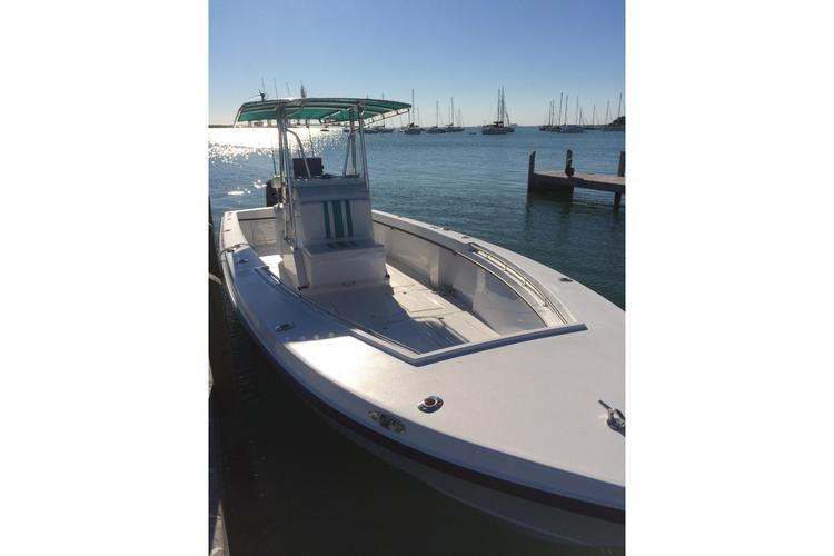 Discover Key Biscayne surroundings on this 28 Whitewater boat