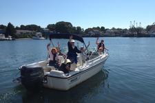 Enjoy this 20' Boston Whaler Dauntless Bowrider