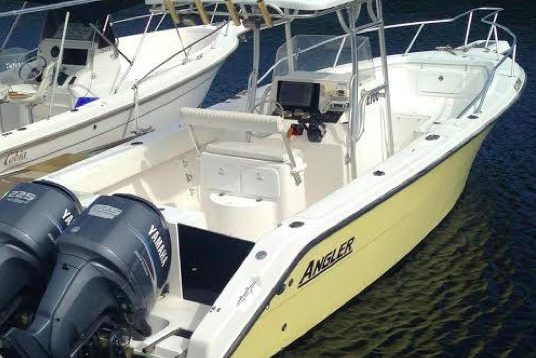 This boat has everything you need to enjoy a day on the water