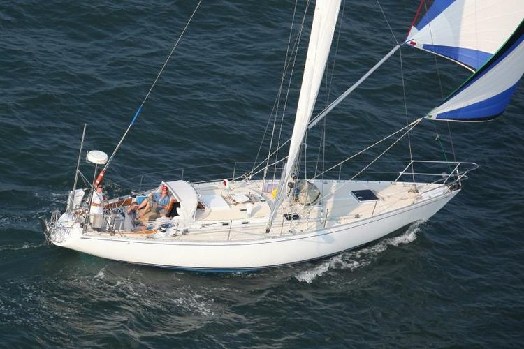 Discover Sag Harbor surroundings on this 45 S&S CBS boat