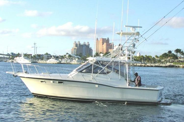 Up to 6 persons can enjoy a ride on this Offshore sport fishing boat