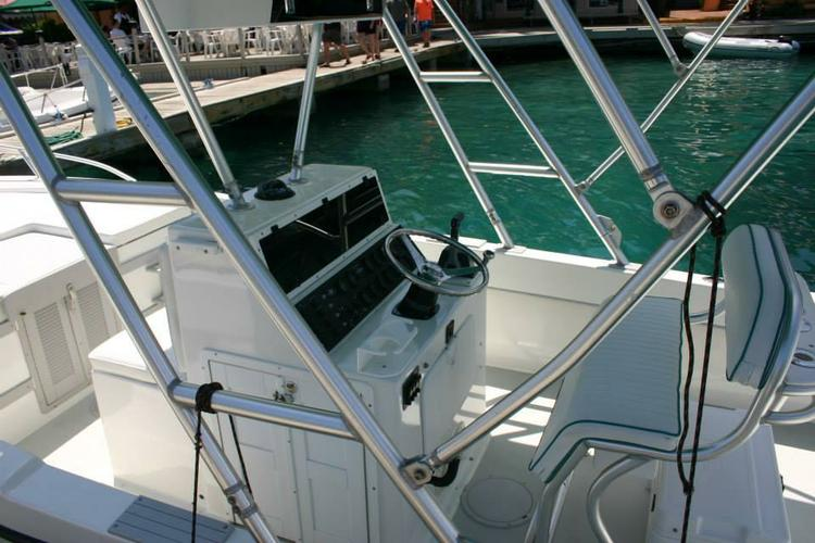 Discover Tortola surroundings on this Technicraft Dusky boat