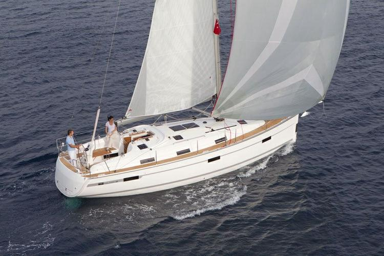 Discover Belem surroundings on this Cruiser 36 Bavaria boat