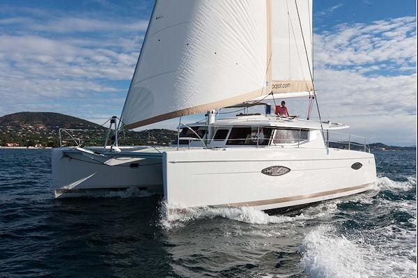 Discover Road Town surroundings on this Helia 44 Maestro Fountaine Pajot boat