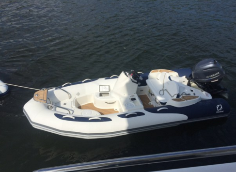 Discover Tortola surroundings on this Manhattan Sunseeker boat