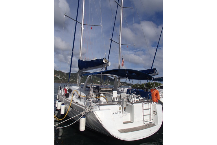 Discover Road Town surroundings on this Oceanis Beneteau boat