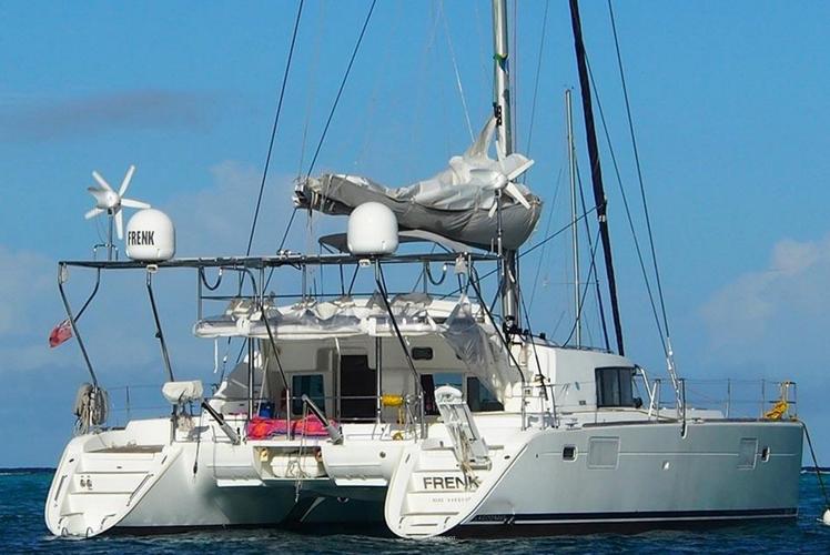 This 44.0' Lagoon cand take up to 6 passengers around Tortola