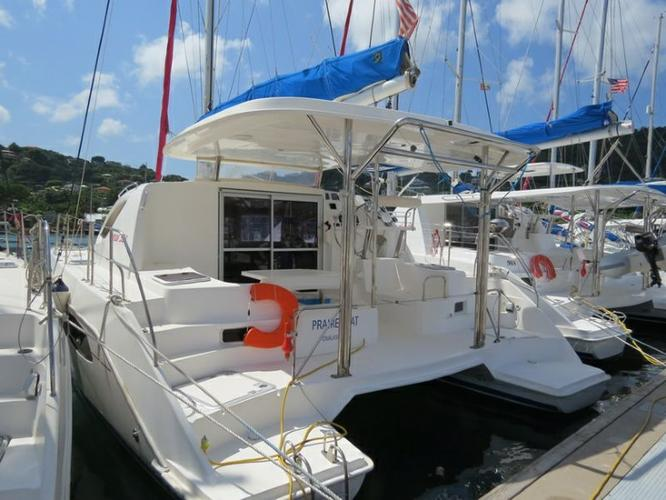 This 38.0' Leopard cand take up to 8 passengers around Road Town