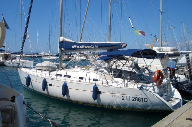 A perfect sailing boat for a relaxing vacation in Italy