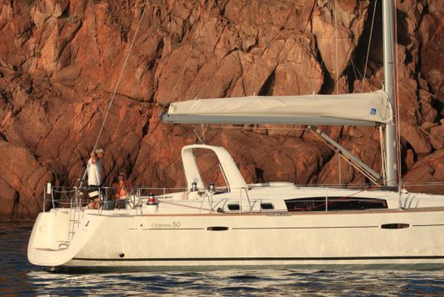 Sail Mallorca with this beautiful Beneteau Oceanis 50