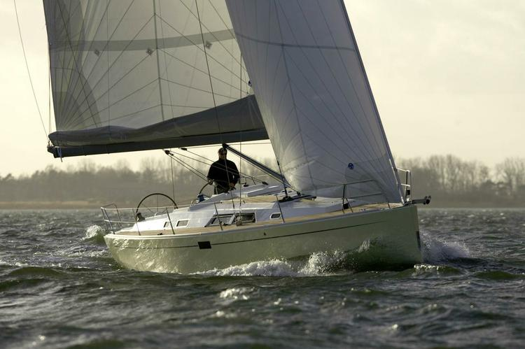 Explore the Greek islands with this stunning Hanse 430