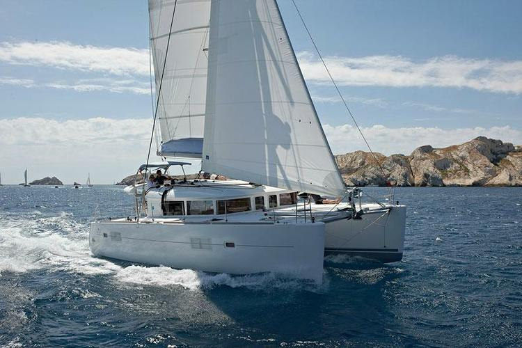 Sail the Greek islands in comfort with the Lagoon 400