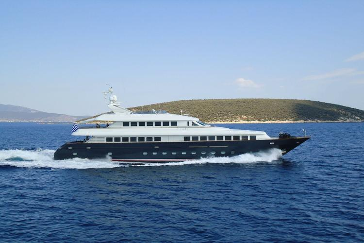 Explore the waters around Greece with this Beautiful Yacht