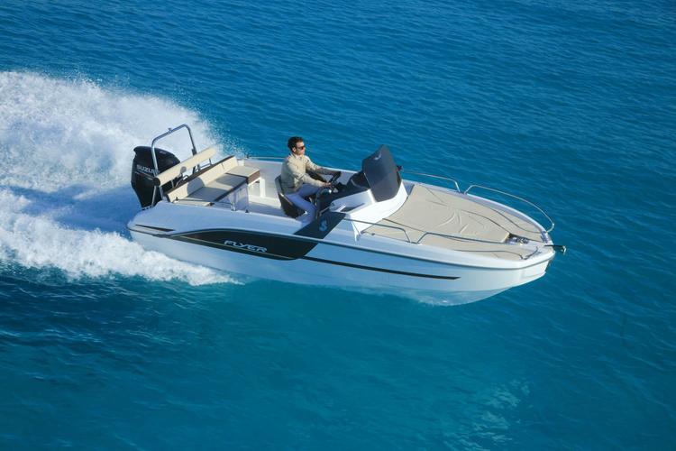A Flyer 6.6 sun deck to cruise around Marseille's bay !