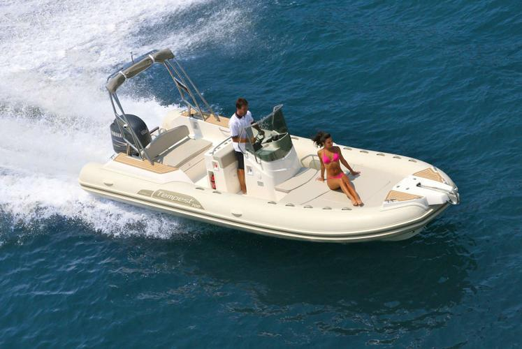 Enjoy you day in Marseille on this Tempest 700 !