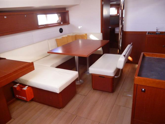 This 46.0' Bénéteau cand take up to 10 passengers around Split region