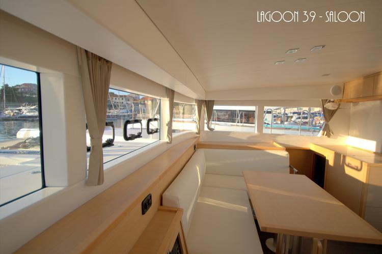 Discover Šibenik region surroundings on this Lagoon 39 Lagoon-Bénéteau boat