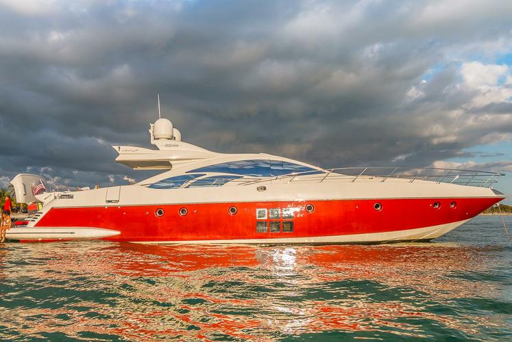 Super sexy Yacht Scarlet for charter
