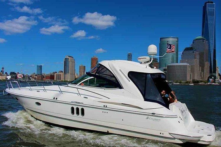 Luxurious 42' Cruisers Yacht