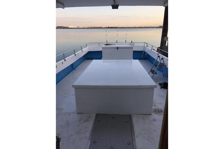Saltwater fishing boat for rent in Flushing