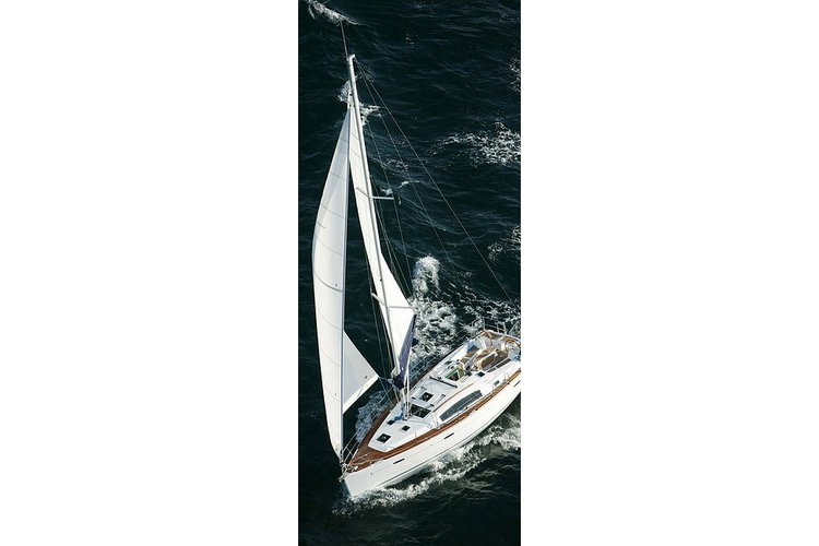 Sail the Hudson River in luxury on this Beneteau 40'