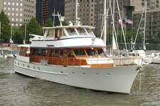 Tour NYC aboard this elegant and luxurious yacht