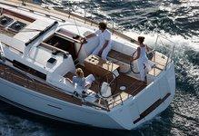 Sail the Antiguan seas on this beautiful Dufour 405 Cruiser