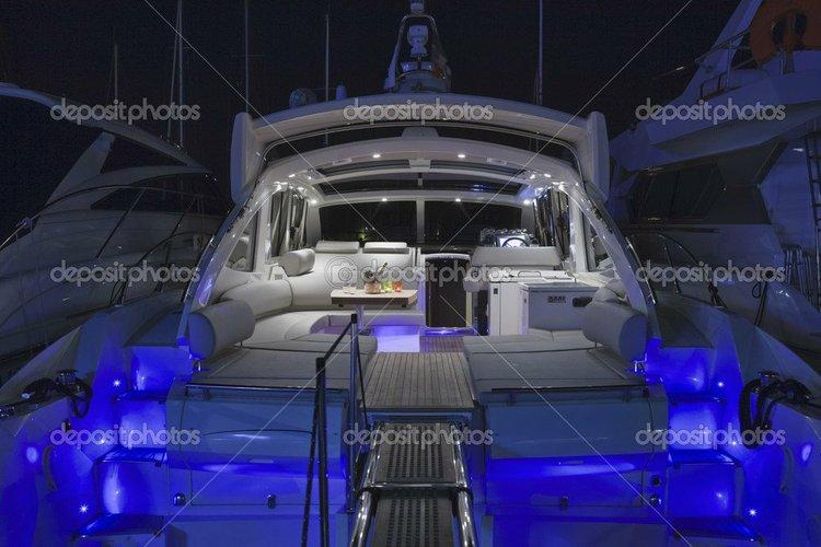 This 49.2' Atlantis cand take up to 12 passengers around Ribeira Grande