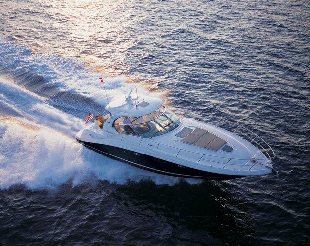 Cruise Charleston in this extravagant Sea Ray Sport
