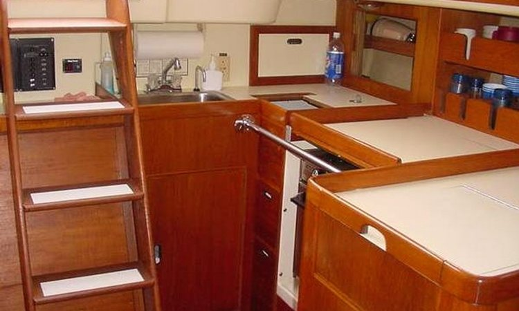 Discover Mamaroneck surroundings on this 386 Pearson boat