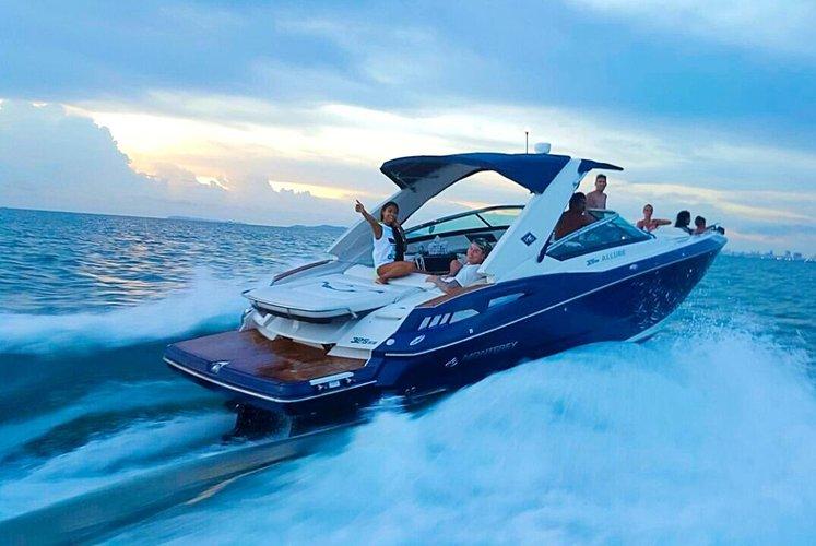 Monterey 328ss luxury speedboat